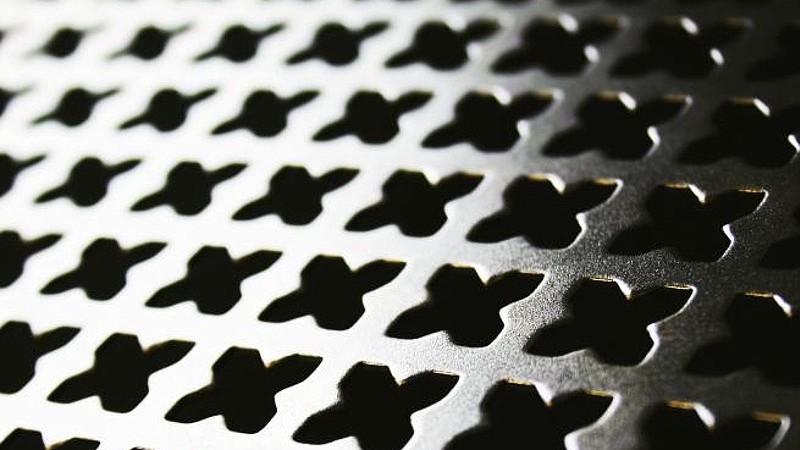 Декоративная перфорация металла крестиком