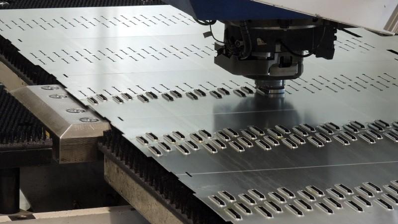 Станок для пробивки отверстий в листовом металле